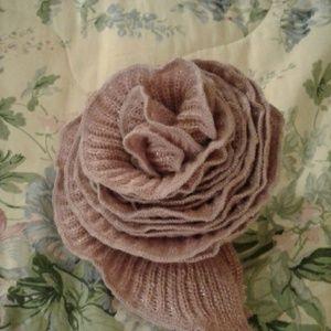Accessories - Rosette scarf